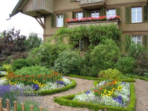 Working With A Landscaping Service: A Guide For Homeowners!