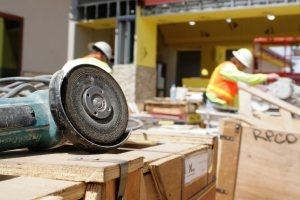 3 Reasons Why You Should Work With A General Contractor